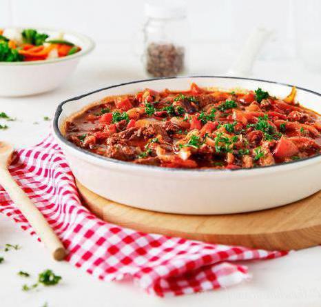 свинина тушеная с помидорами и кабачками