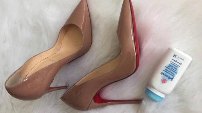 скрипит подошва обуви