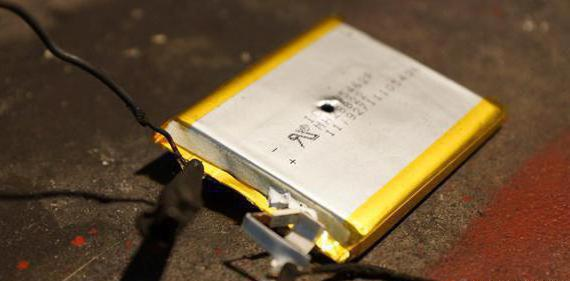 вздувшийся аккумулятор мобильного телефона