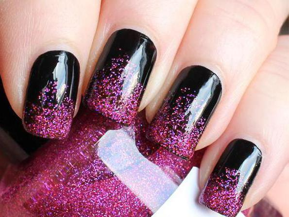 маникюр черный с розовыми блестками