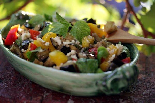 салат из микса салатных листьев