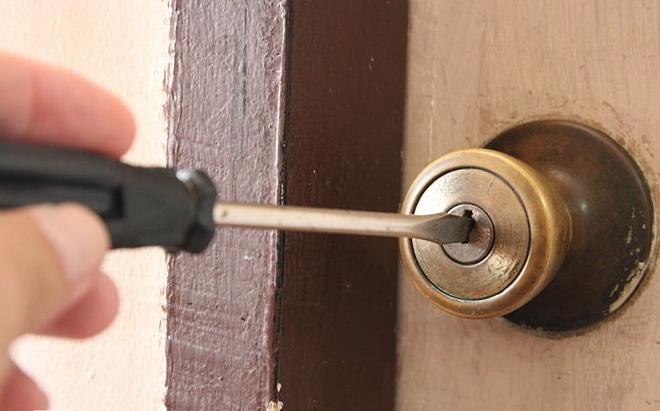 Как взломать замок без ключа