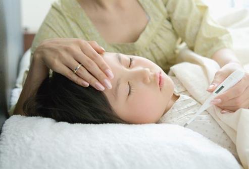 У ребенка температура 35.5 и сильно потеет
