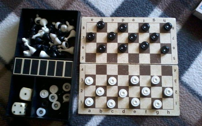 Как играть в шашки? Правила игры в шашки