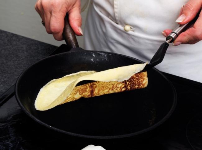 На какой сковороде печь блины