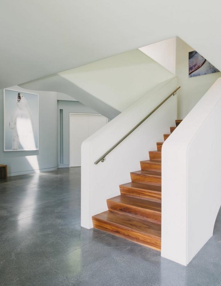 Интерьерная лестница: виды, материалы, обустройство пространства под лестницей