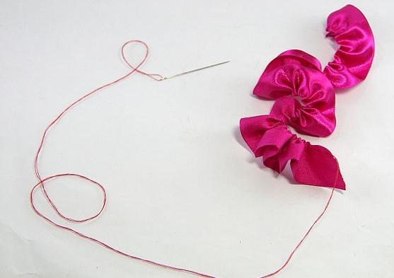 изготовление цветов из лент