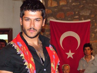 турецкий актер бурак озчивит
