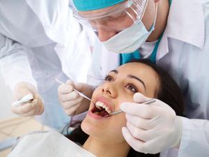 Вырвали зуб. Как остановить кровь?