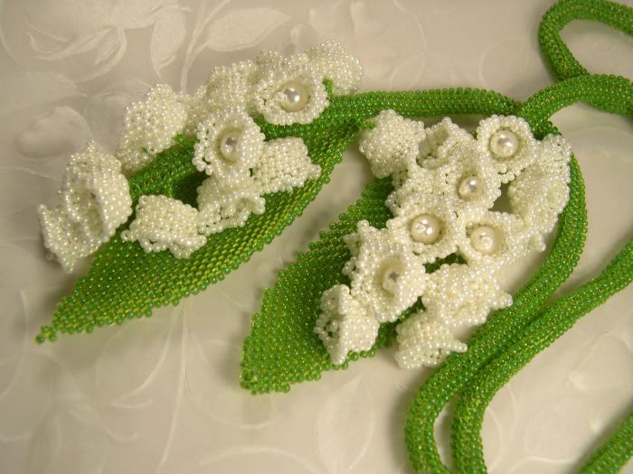 Цветы из бисера ландыши