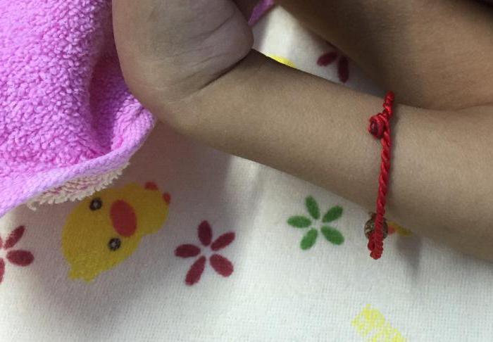 Как сделать оберег на красную нить? Заговор и правила его прочтения