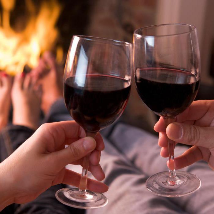 Картинки с вином и бокалами в руках, день