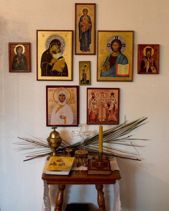 где должны стоять иконы в квартире фото