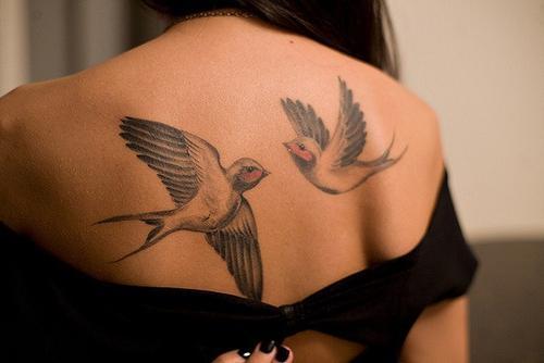 тату летящие птицы значение