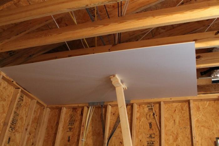 Как выровнять потолок в частном доме своими руками 85