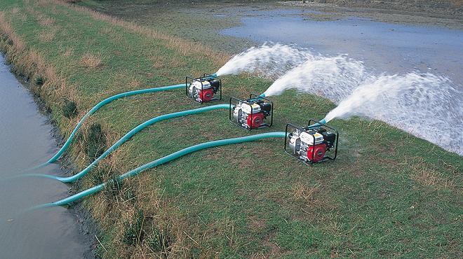Мы не будем говорить о том, как организовать водоснабжение загородного дома из колодца, упирая на прокладку труб, так...