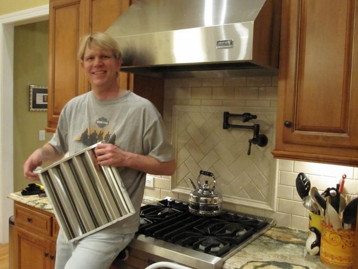 Вытяжка в частном доме на кухне