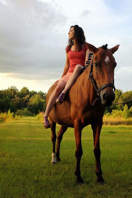 Фотосессия с лошадьми - увлекательно и романтично!
