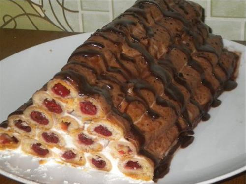 Торт с вишней поленница
