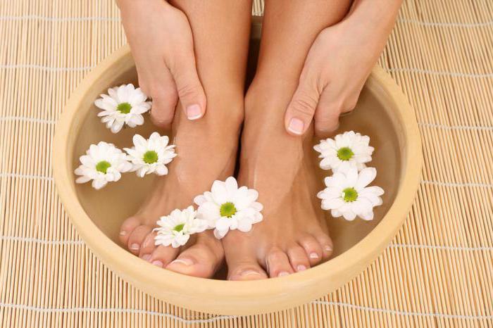 ногти на ногах отходят от кожи лечение