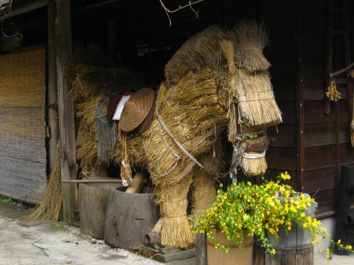 как сделать лошадь из соломы