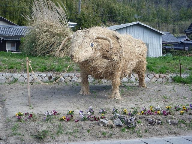 как сделать бычка из соломы