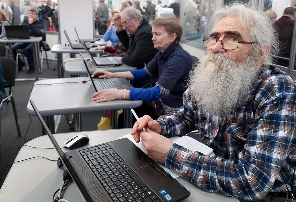Senior citizen in computer courses