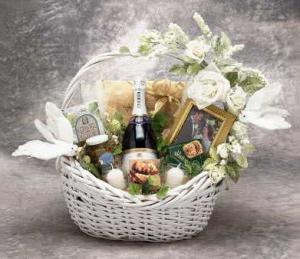 Что недорогое подарить на свадьбу? Простые и оригинальные идеи
