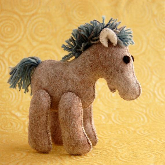 Как сделать лошадь своими руками из ткани и ниток. Подробные мастер-классы