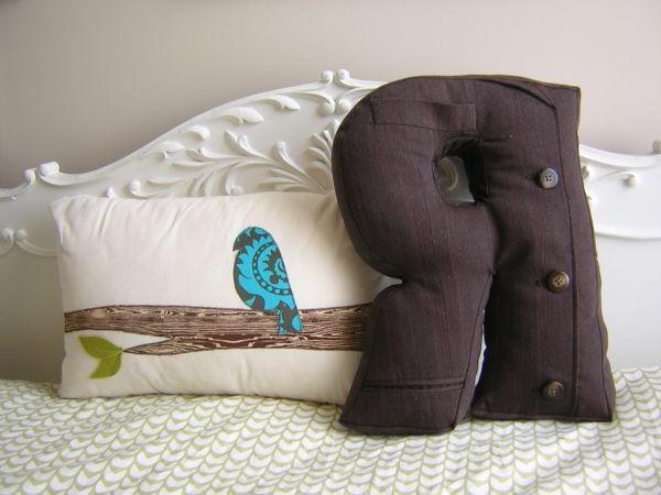 подушки буквами