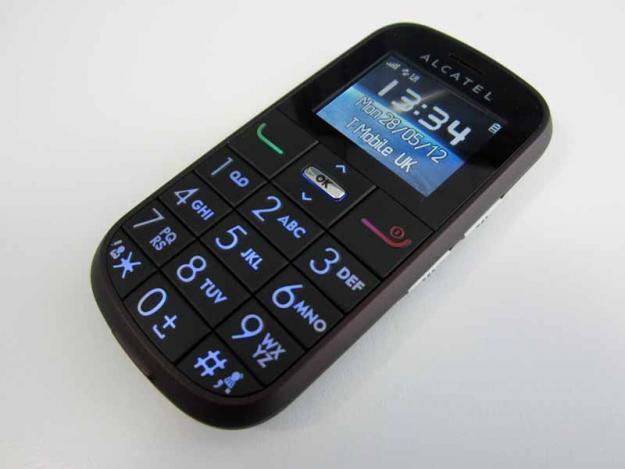 Большой мобильный телефон с кнопками