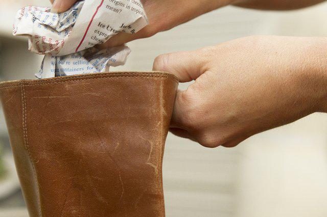 Как растянуть голенище сапога в домашних условиях