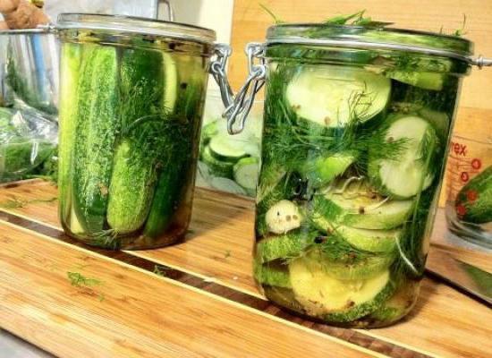 рецепт салатов из огурцов на зиму в банках хрустящие