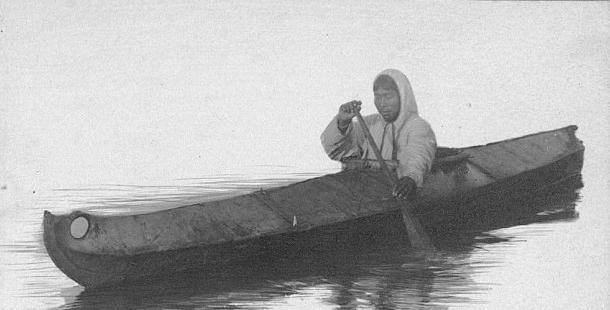 Традиционная эскимосская кожаная лодка