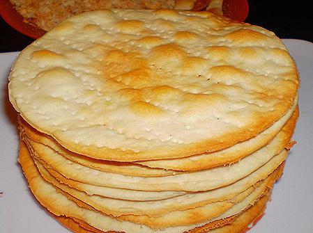 закусочный торт наполеон из готовых коржей с рыбой