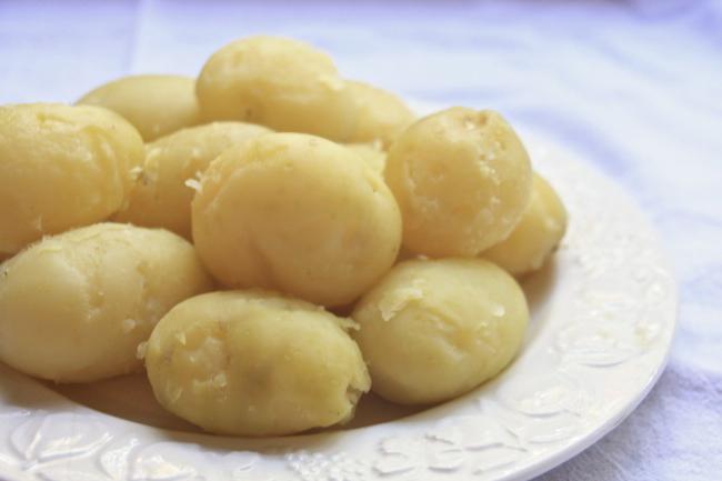 Когда солят картофель для пюре