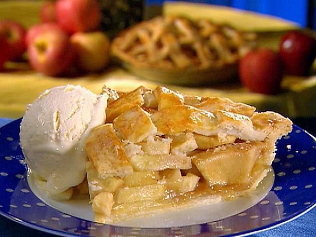 Кто желает отведать замечательный пирог яблоковый «Шарлотка»?…