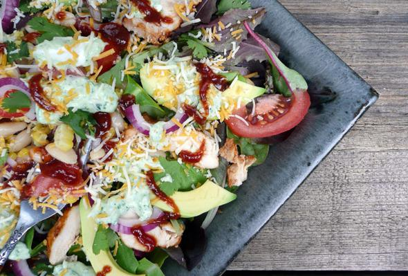салат копченая курица фасоль сухарики