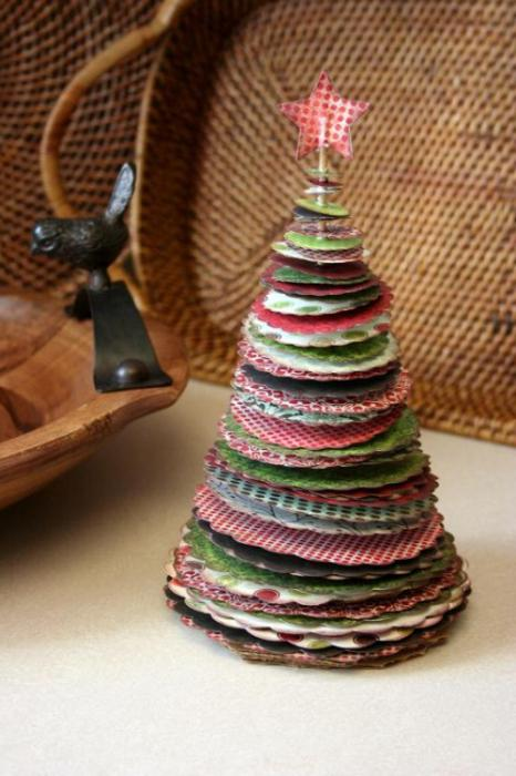 елка из бумажных салфеток