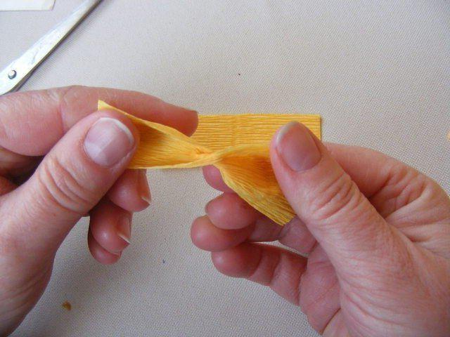 мк крокусы из гофрированной бумаги
