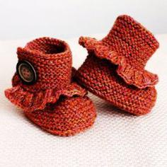 Вяжем пинетки спицами для новорожденных