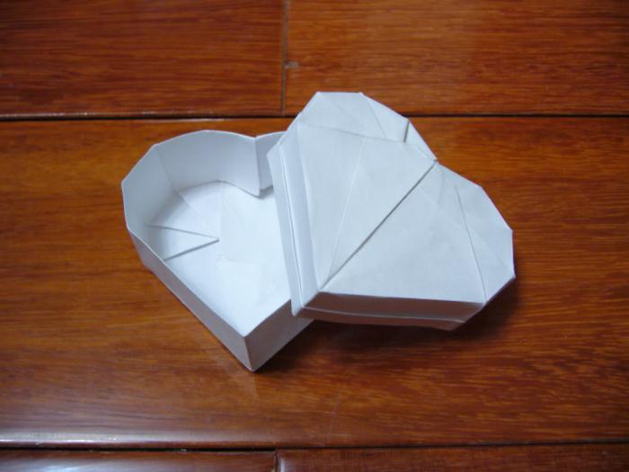 Коробочка-сердечко из бумаги