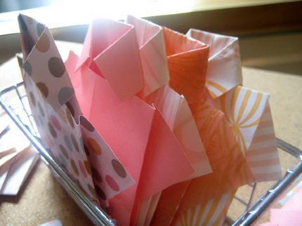 Как сделать рубашку из бумаги: оригинальное дополнение к подарку