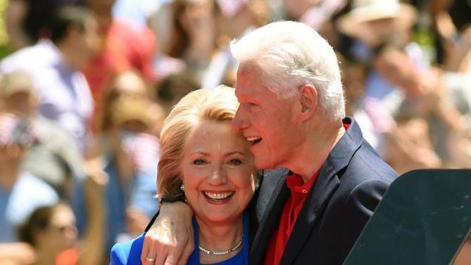 Супруги Клинтон не расстались после скандала с изменой