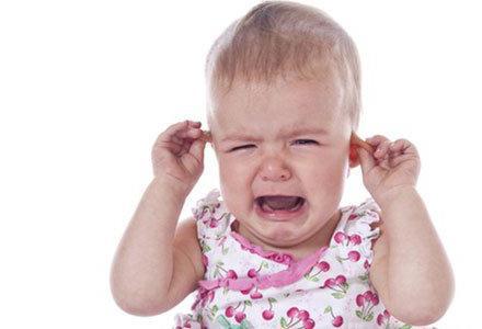 у ребенка сильно стреляет ухо что делать