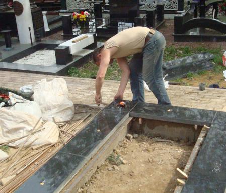 установить памятник на кладбище