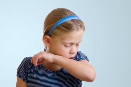 Болит горло и насморк без температуры у ребенка