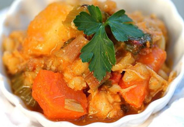 Картофель с мясом и кабачками в мультиварке