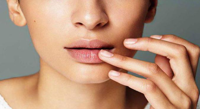 Как увлажнять губы в домашних условиях? 14