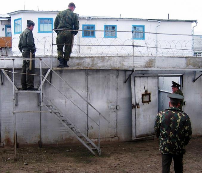 Три телки в тюремном душе 14 фотография